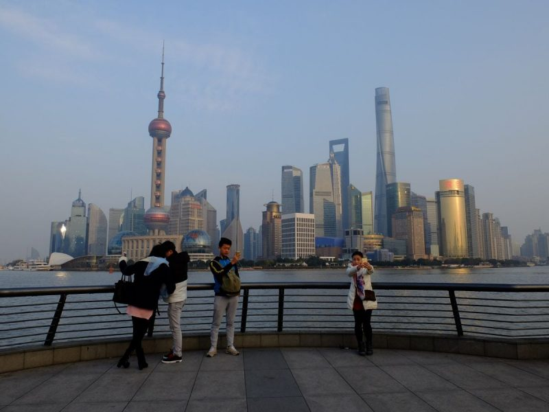 """6606970f0d Negli ultimi anni sono stata per ben due volte nella magnifica Shanghai , e  in entrambe le occasioni il mio """"incontro"""" con la città è avvenuto sul  Bund, ..."""