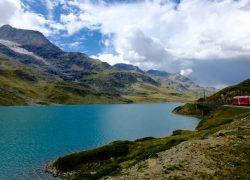 Il Bernina Express: da Tirano a St. Moritz con il trenino rosso del Bernina