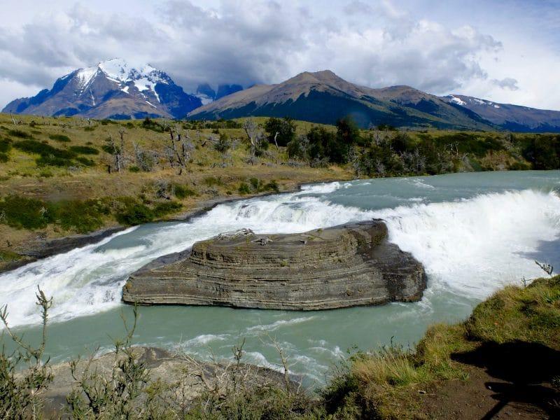 Cile del sud: cascata nel parco di Torres del paine
