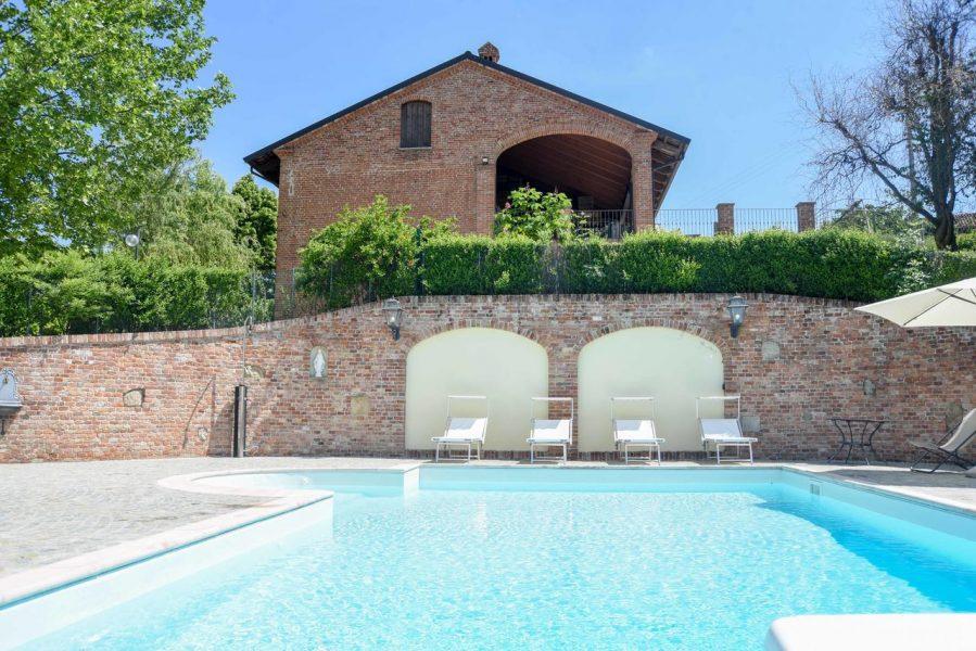 agriturismo con piscina in Piemonte Langhe Monferrato
