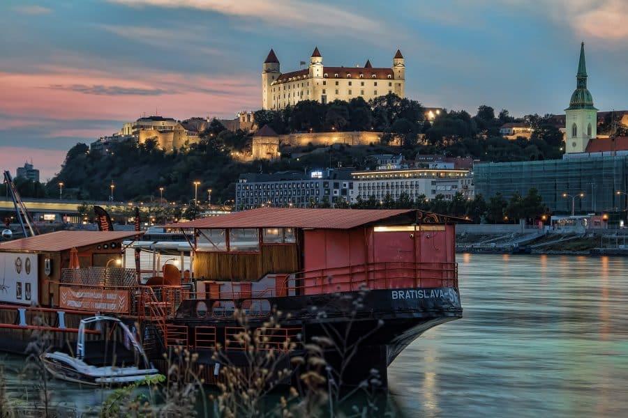 Bratislava- vista dal Danubio