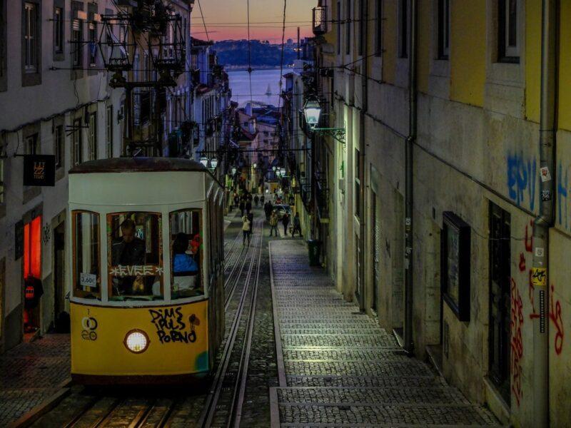 Cosa vedere a Lisbona - elevador da Bica