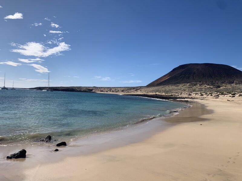 Spiagge di Lanzarote- Playa Montana Amarilla a La Graciosa