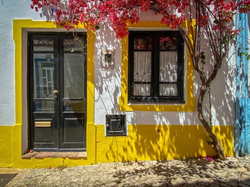 porta colorata in Algarve